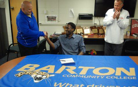 Cox-Bradley signs to Barton CC