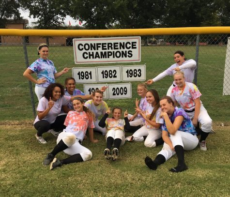 Central Softball Goes to Districts