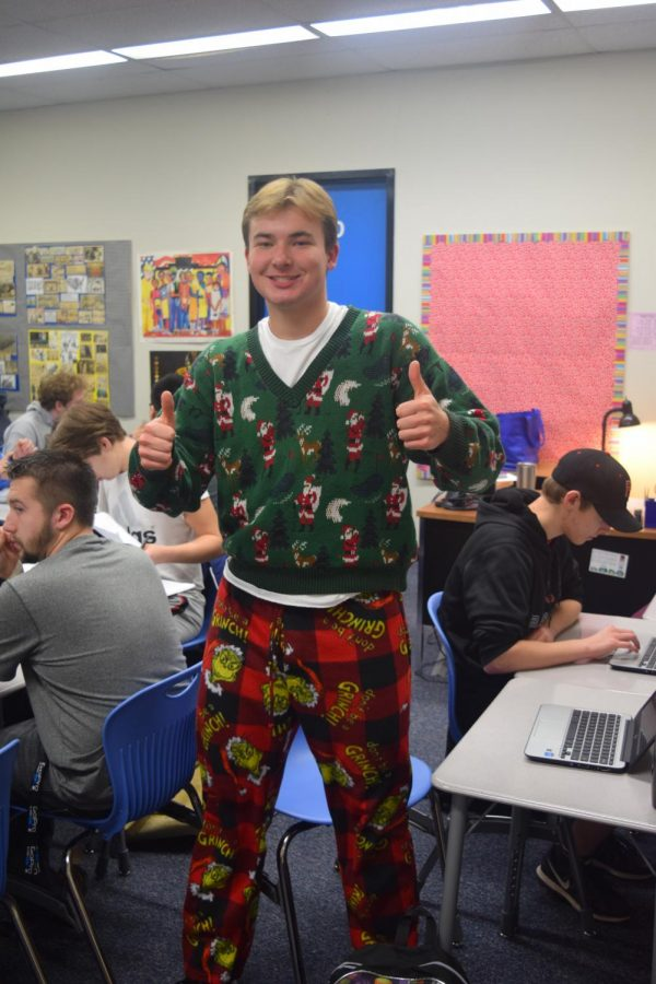 Senior+Andrew+Hollinrake+in+one+of+his+holiday+outfits+this+Dec.+%E2%80%9CI%E2%80%99m+just+trying+to+spread+the+cheer+of+the+season+with+the+rest+of+the+school%2C%E2%80%9D+Hollinrake+said.