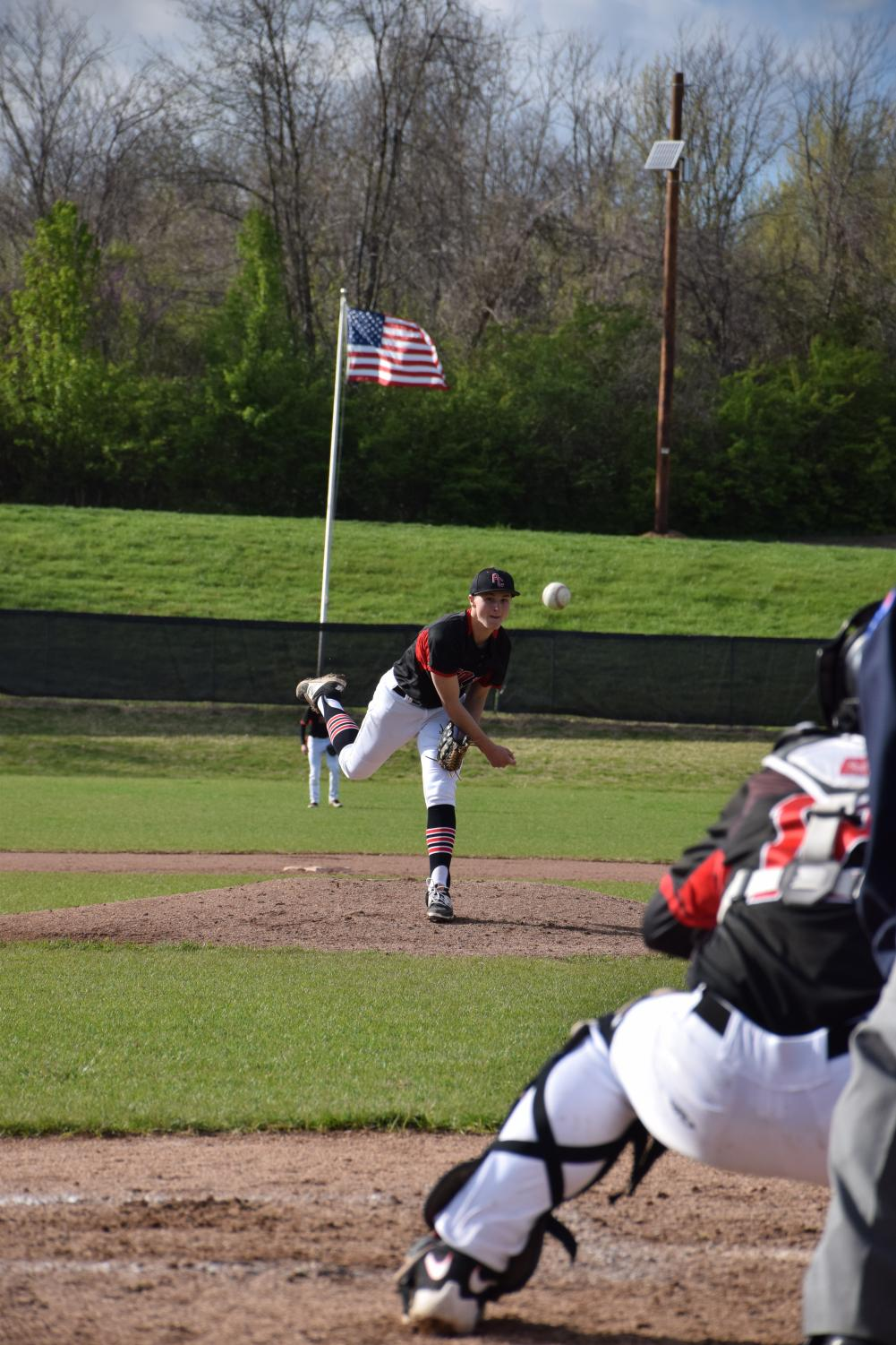 Sophomore Anthony Klein pitches to catcher Carter Spradling.