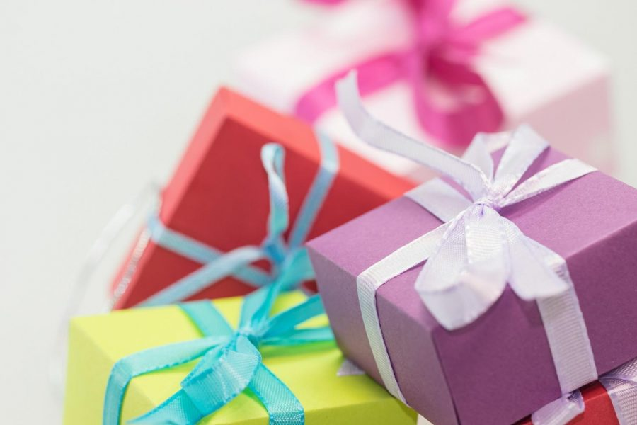 Gift boxes. Photo courtesy of Pixabay.