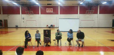 From left to right, junior Akansha Negi, junior Katie Stoner, junior Nandhini Sivabalakannan, Esmeralda Felix, Lelia Flagg, and Ryan Banta participate in a panel discussing mental health issues during the informational night on March 4. Photo courtesy of Akansha Negi.