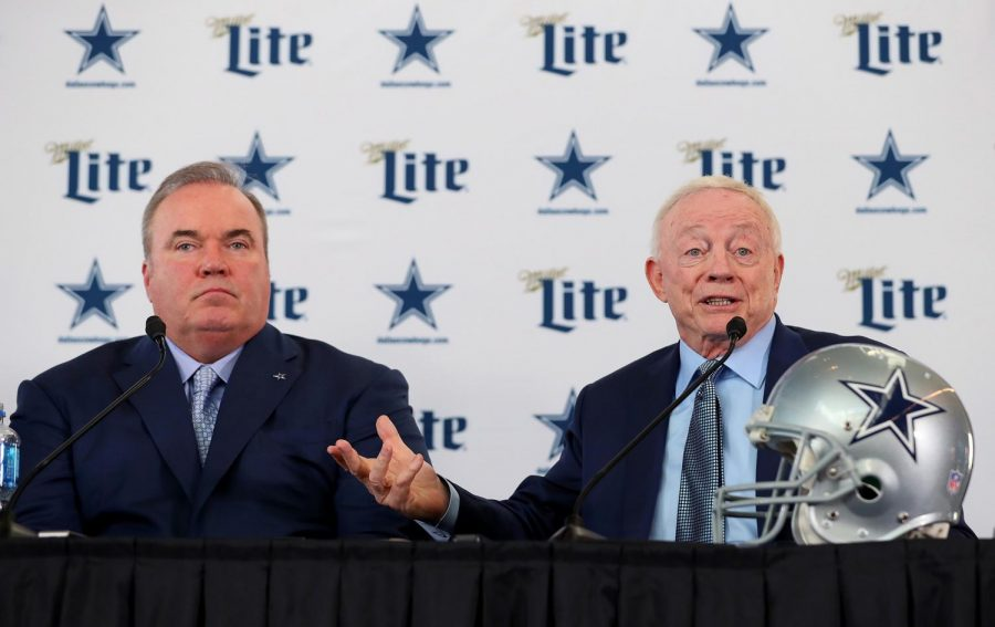 Dallas+Cowboys+owner+and+general+manager+Jerry+Jones+introduces+new+head+coach+Mike+McCarthy+at+a+press+conference.