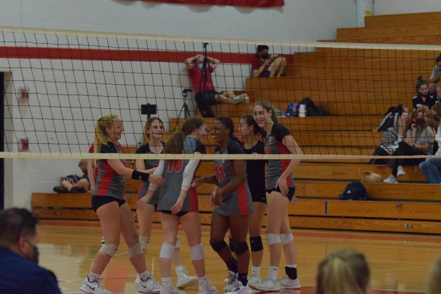 Varsity+celebrates+after+point+playing+against+Scckmen+at+Parkway+Central+High+School+
